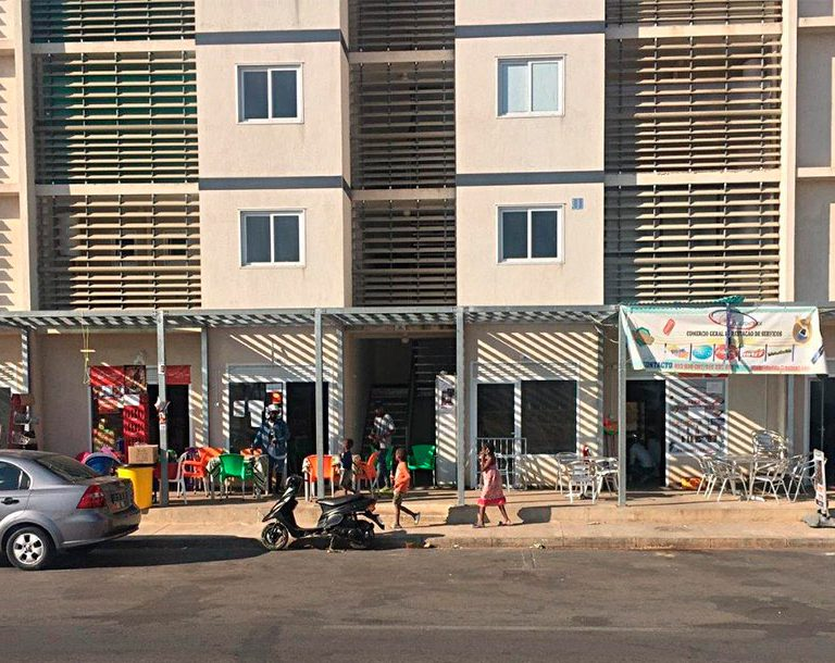 Lojas - Edifícios Habitacionais
